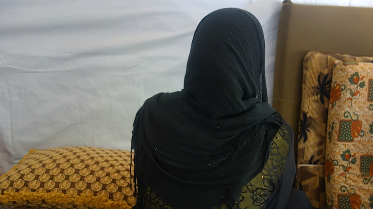 Bild på 19-åriga Amal bakifrån.
