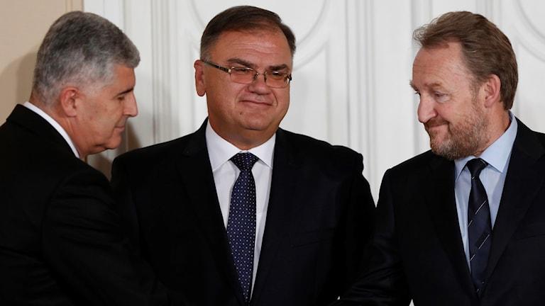 De tre ledarna i Bosnien Hercegovina, bosnienkroaten Dragan Covic, bosnienserben Mladen Ivanic och längst till höger Bakir Izetbegovic.