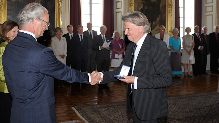 Medaljutdelning på Drottningholms slott. Musikern Sven-Erik Magnusson från Sven Ingvars fick H.M: Konungens medalj i 8:e storleken i högblått band åre 2008