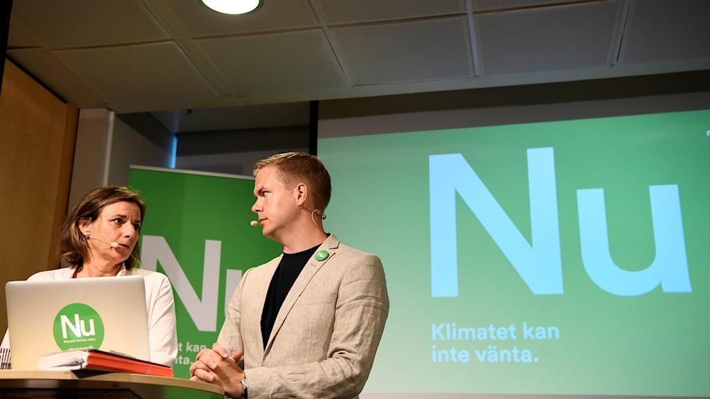 Språkrören Isabella Lövin och Gustav Fridolin (MP) på en pressträff  under Miljöpartiets dag, som avslutar Almedalsveckan.
