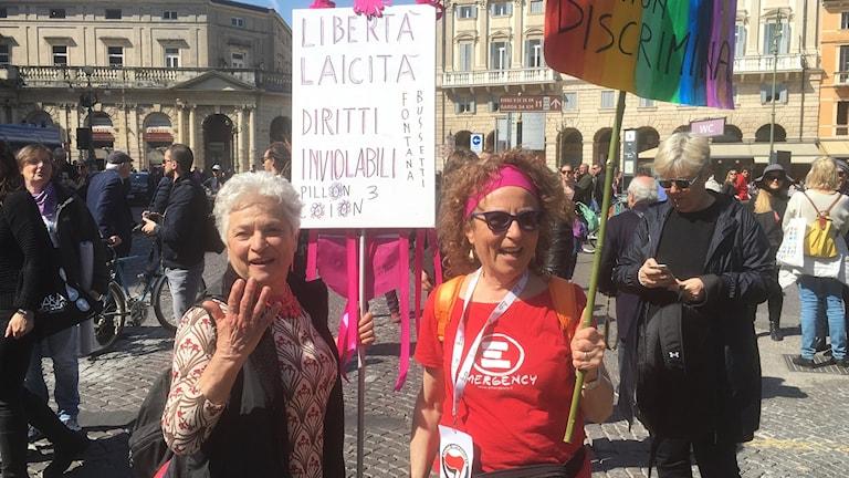 Giulietta och Nadia Di Paoli demonstrerade för aborträtten - igen - och utanför lokalerna där familjekongressen för anti-abortrörelsen PRO-lite hölls.