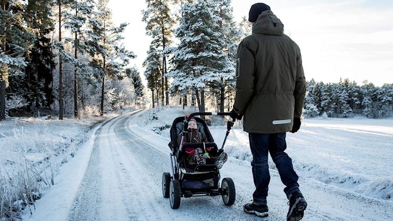 Pappa och barnvagn
