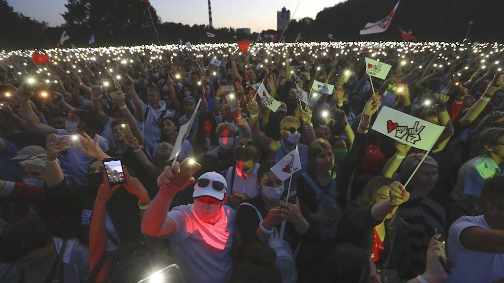 Folksamling i stöd till för Svjatlana Tsichanovskaja i Minsk, huvudstaden i Belarus.