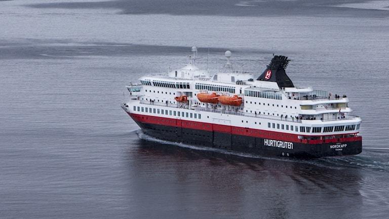 Ett fartyg på Hurtigruten.