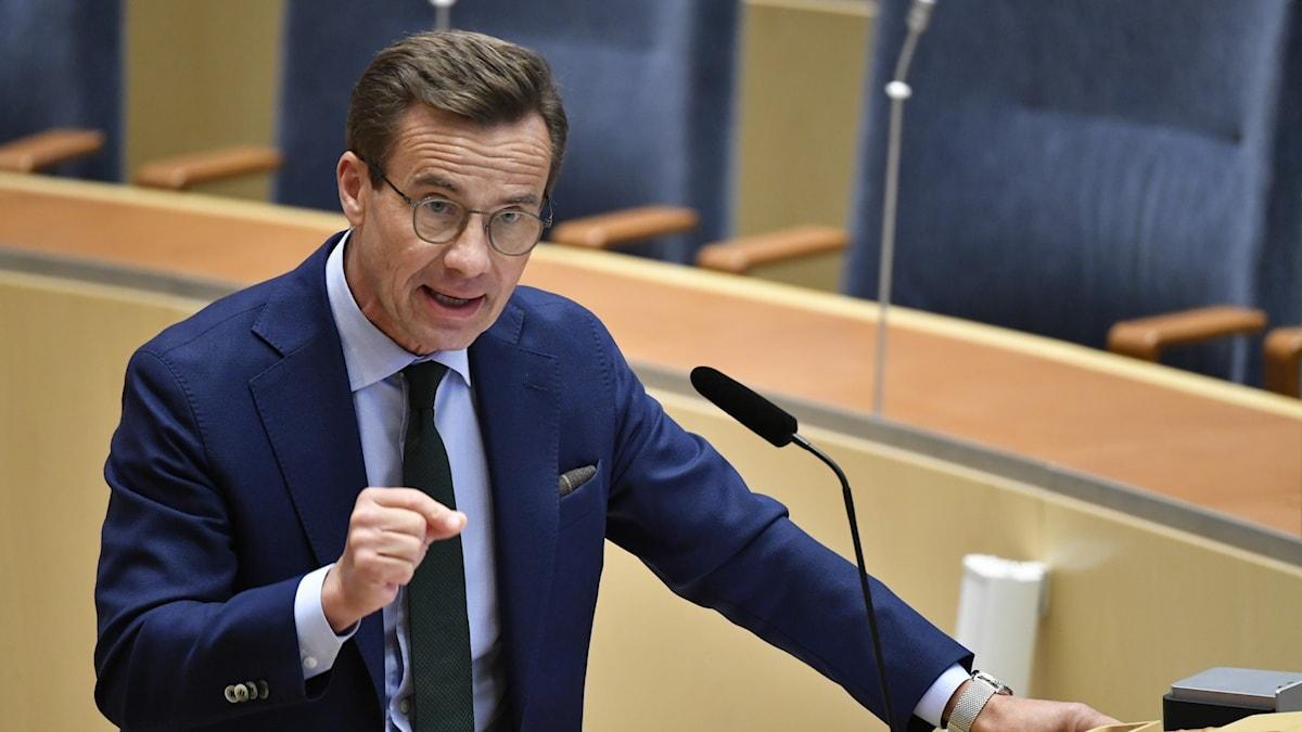 partiledaren Ulf Kristersson under en debatt i riksdagen.