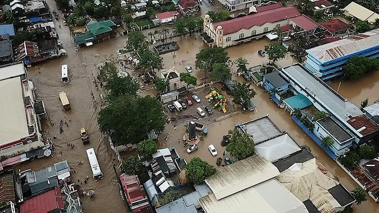 Översvämmade områden efter att en storm dragit in över centrala Filippinerna. Foto: TT.