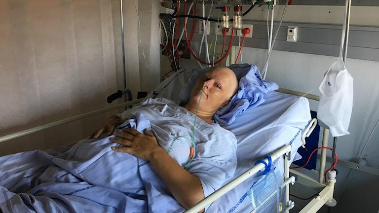 – Det är omänskligt att era patienter köar så länge, anser danska patienten Maria Lassen, som just fått en misstänkt cancerknöl bortopererad från sin bukspottskörtel på Rigshospitalet i Köpenhamn efter två veckors väntan.