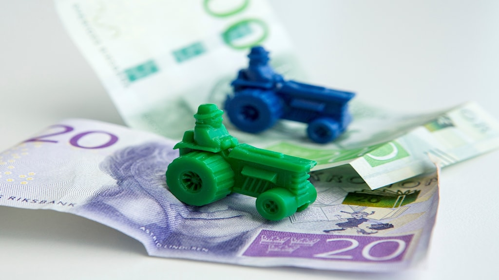 Jordbruksstöd från EU. Bild på traktorer och svenska sedlar.