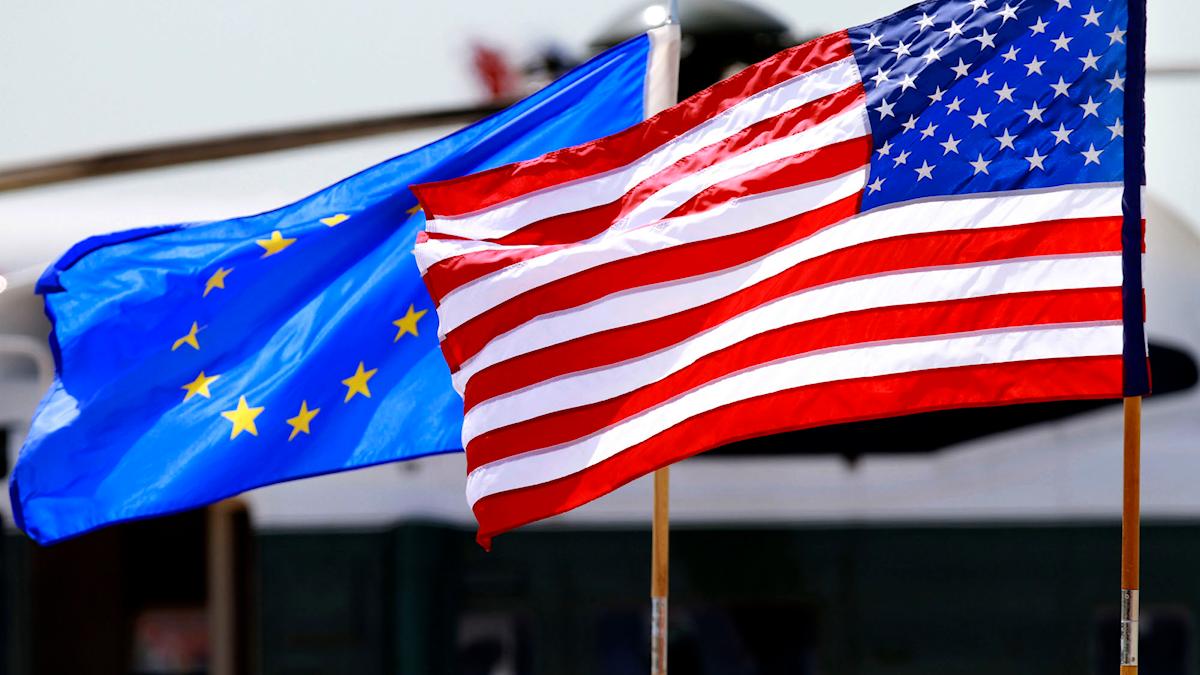 EU-flagga och USA:s flagga