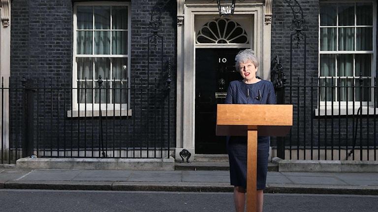 Theresa May utanför 10 downing street.