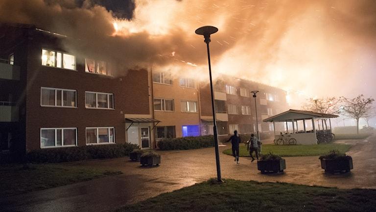 Brand i ett flerfamiljshus i området Lillsidan i Enköping.