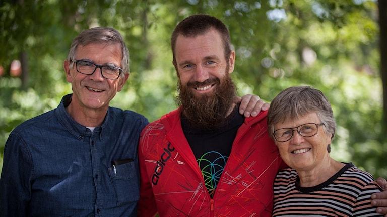 Johan Gustafsson med pappa Göran och mamma Anne-Mari.