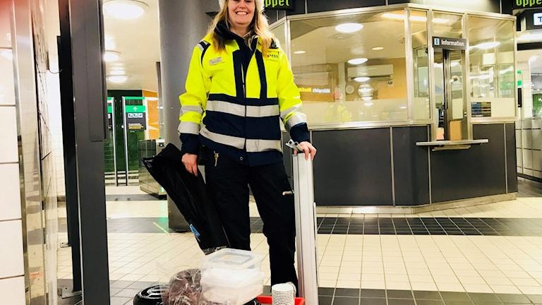 """""""Jag älskar julen. Jag älskar att klä ut mig, och alla lekar kring granen. Det vill jag hålla på med tills jag dör"""", säger Sonja Nordgren."""