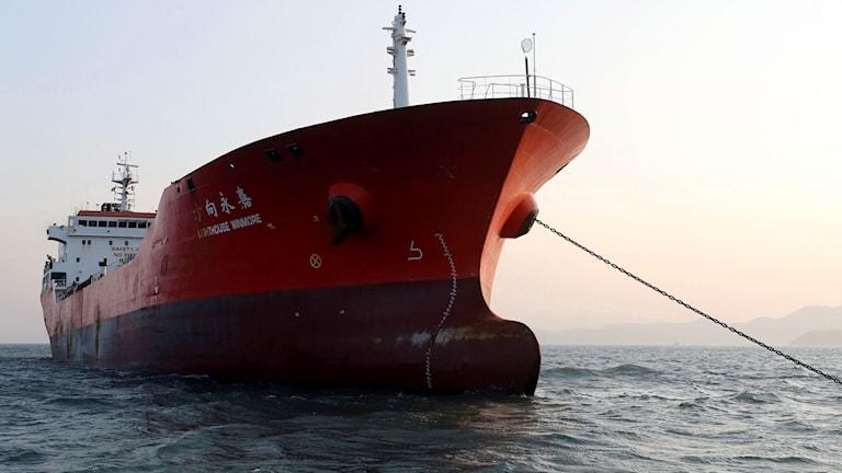 Hongkongflaggade oljetankern Lighthouse Winmore beslagtogs av sydkoreanska tullen, misstänkt för oljesmuggling till Nordkorea, i fredags. Ytterligare ett fartyg har nu stoppats.