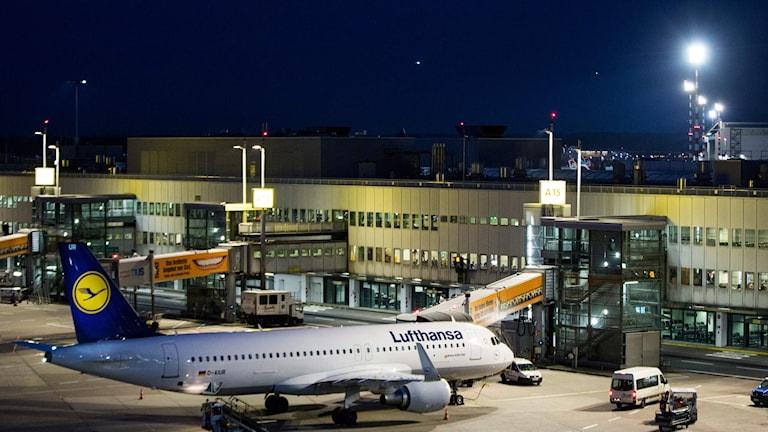 Ett par tusen flygpassagerare väntas i morgon påverkas av strejken hos Lufthansa.