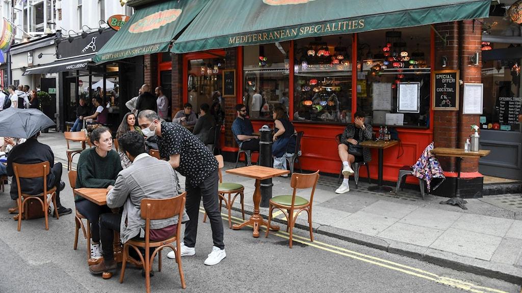 En restaurang med uteservering i London.