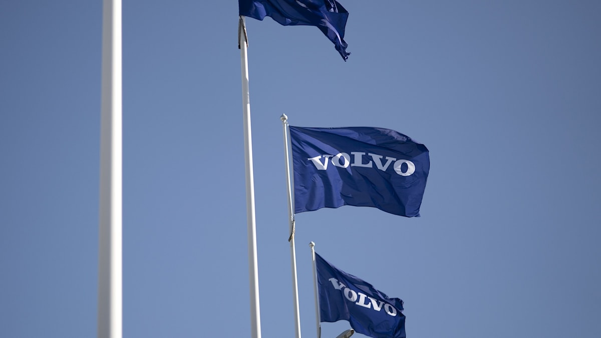 Flaggor med Volvos logga