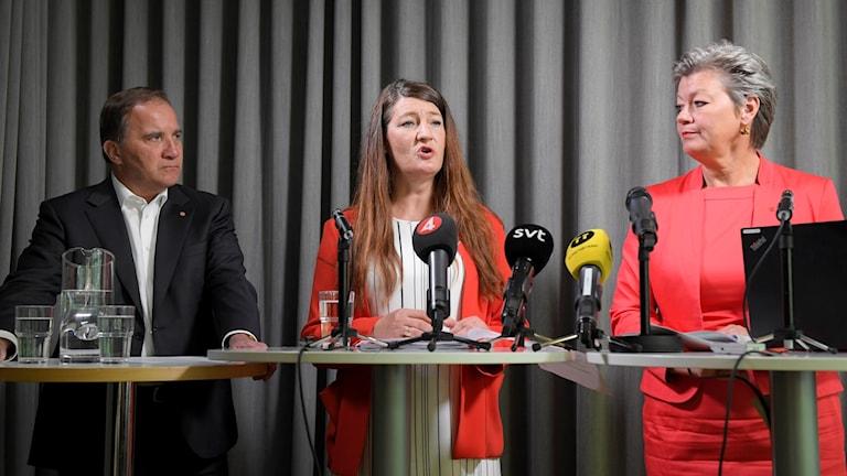 Socialdemokraternas partiledare Stefan öfven,  Susanna Gideonsson, suppleant i Socialdemokraternas verkställande utskott och ordförande för Handelsanställdas förbund ,arbetsmarknadsminister Ylva Johansson under pressträffen på partikansliet i Stockholm.
