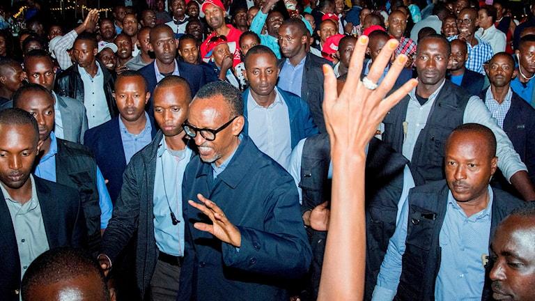 Rwandas president Paul Kagame firar valsegern i Kigali.
