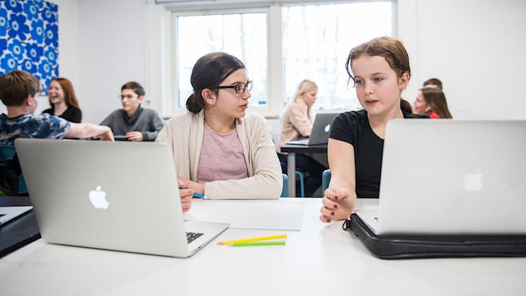Elever med datorer