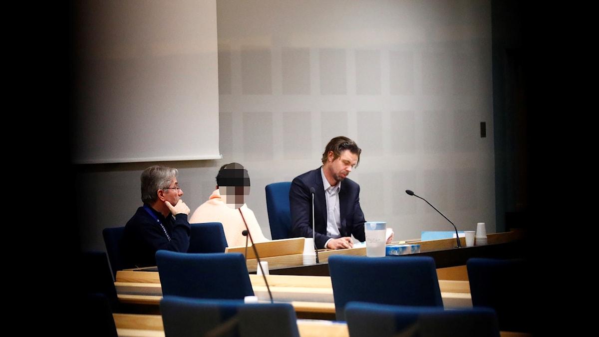 De två männen som misstänks för attentatet mot synagogan i Göteborg häktas.