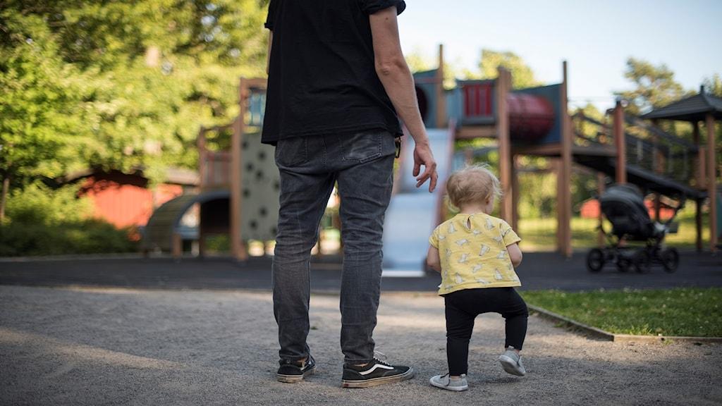 Pappa med sitt barn.