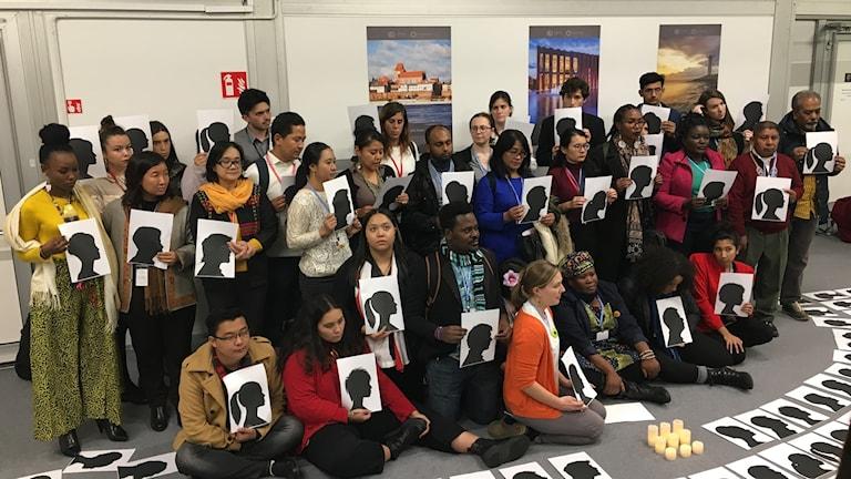 På FN:s klimatmöte i Katowice höll miljöorganisationer en manifestation för att hedra människor som dödats i sin kamp för miljön och rätten till mark.