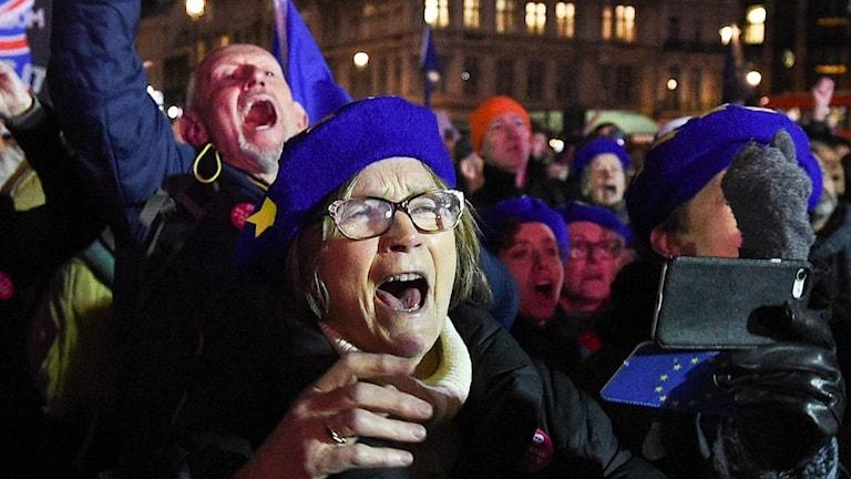 Jubel på gatorna efter brexit–nej
