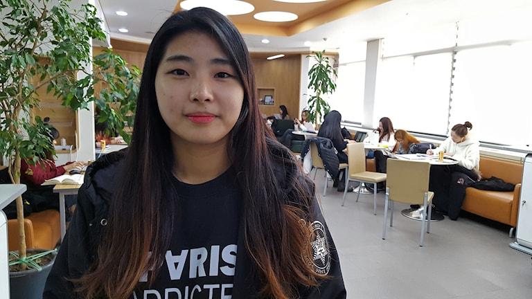 En av dem som lektionsstrejkar mot presidenten är studenten In Ha-neul på Sookmyung-universitetet i Seoul.