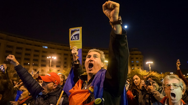 Protester mot Rumäniens regering i Bukarest den 5 november. Nya protester väntas i kväll.