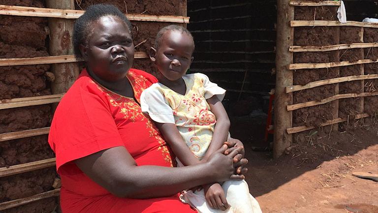 Mary Moses flydde Sydsudan med 4-åriga barnbarnet Rihanna.