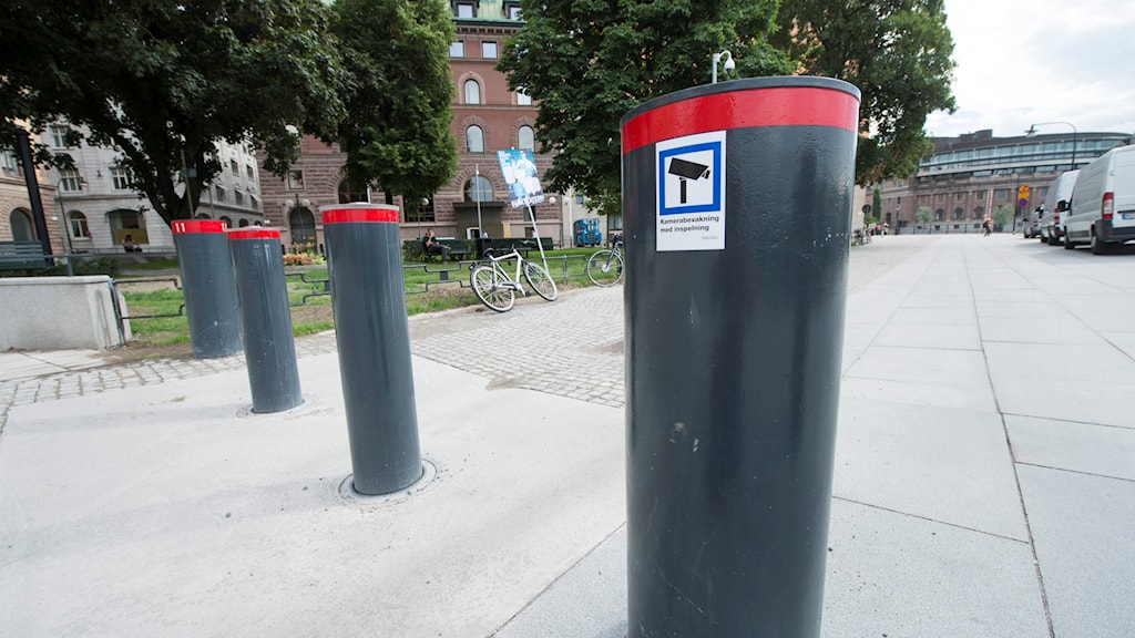Säkerhetspollare utanför Rosenbad i Stockholm.