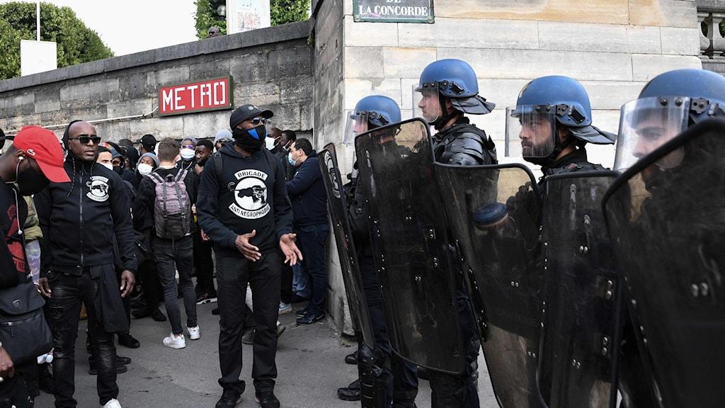 Polisen i Frankrike förbjuds använda strypgrepp