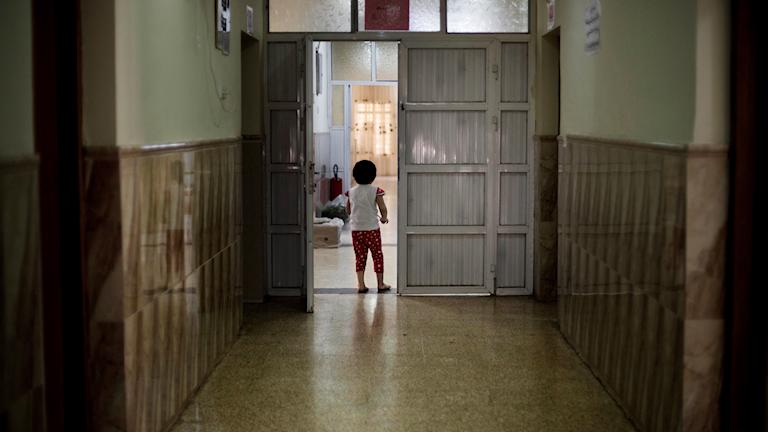 Ett barn på ett barnhem i Mosul, Irak.
