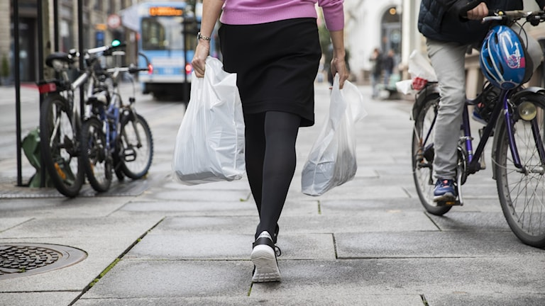 Riksdagen röstar igenom skatt på plastkassar