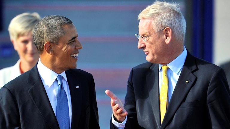 USAs president Barack Obama tas emot av Sveriges utrikesminister Carl Bildt på Arlanda flygplats utanför Stockholm.