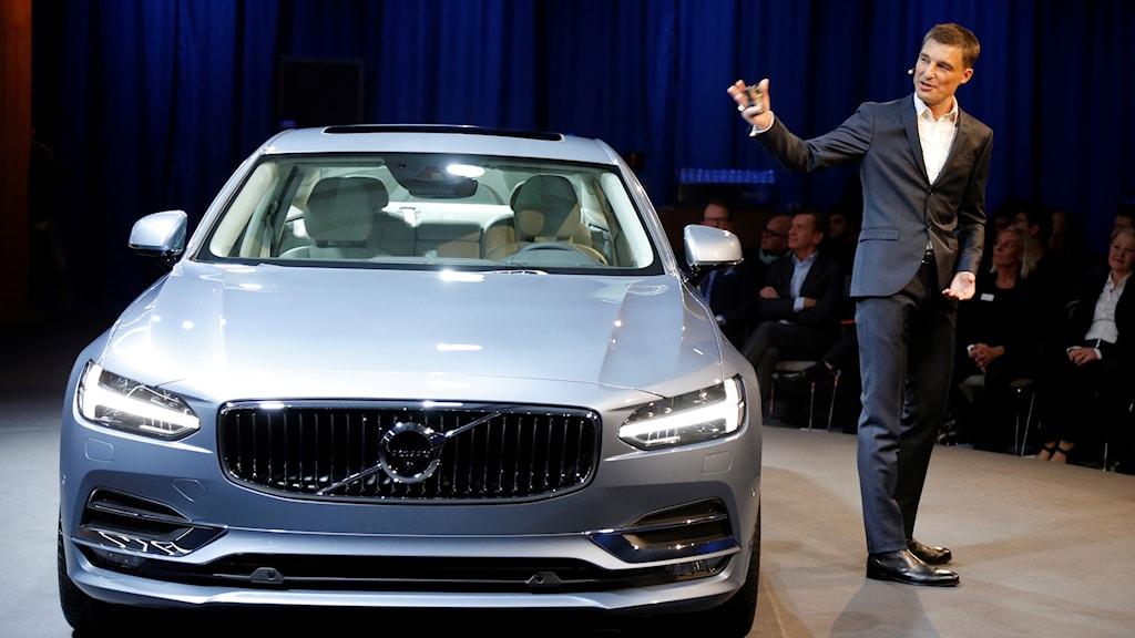 Designchefen vid en av Volvos tidigare presentationer.