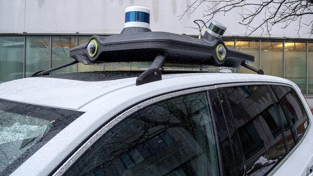 Utveckling av autonoma AI-bilar i Sverige.