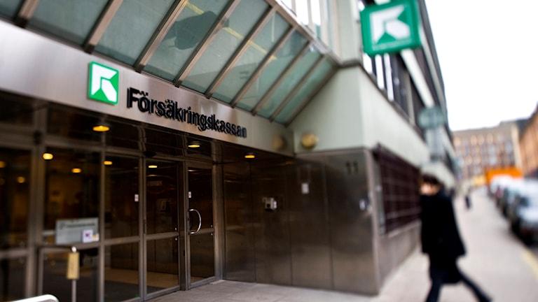 Utanför Försäkringskassan i centrala Stockholm.
