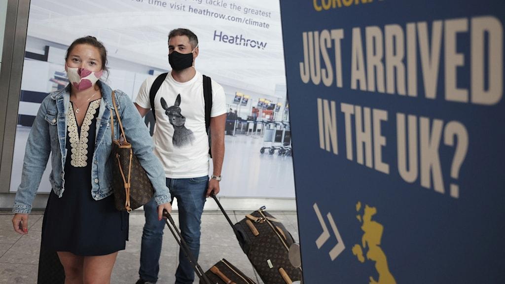 Personer på flygplatsen Heathrow i London.