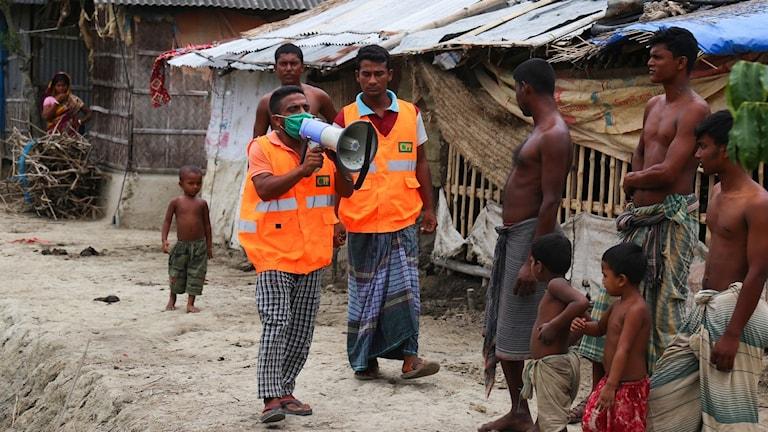 Männsikor evakueras inför stor cyklon