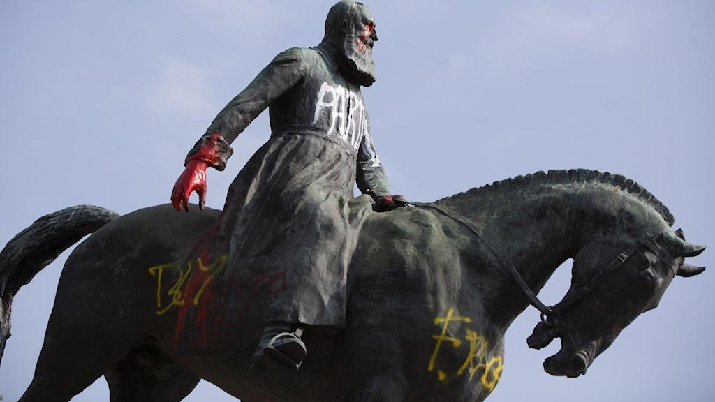 Vandaliserad staty av Kung Leopold II