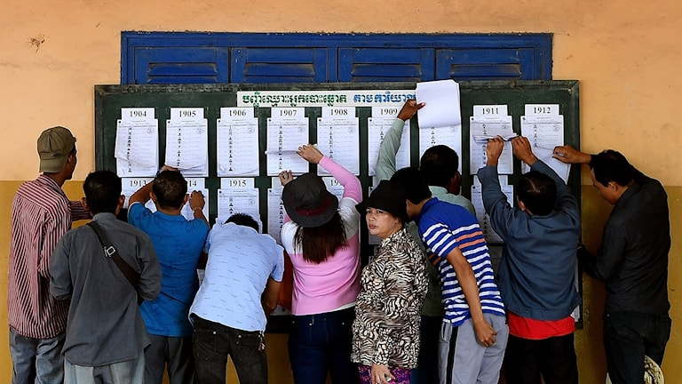 En vallokal i Phnom Penh.