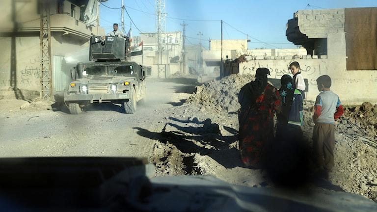 De civila som skadas har svårt att få vård.