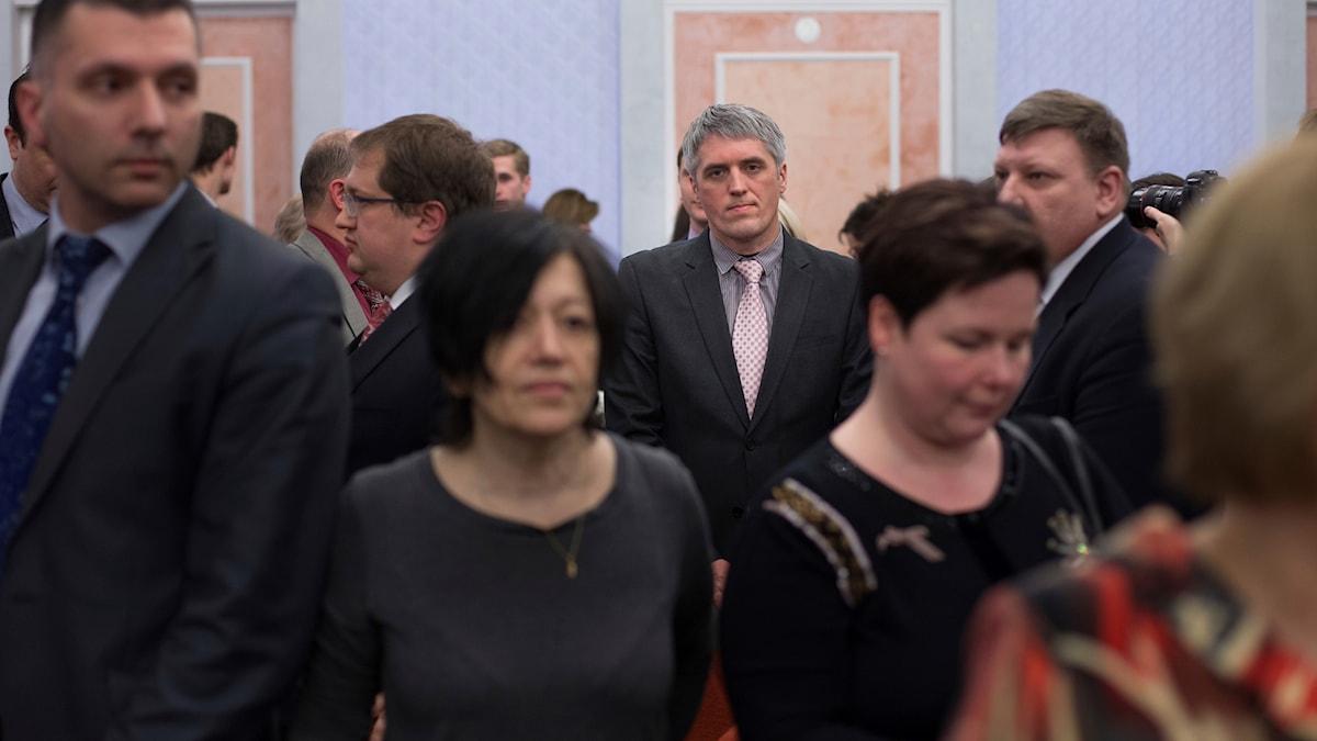 Medlemmar i Jehovas vittnen hörde domen läsas upp i Moskva på torsdagen.