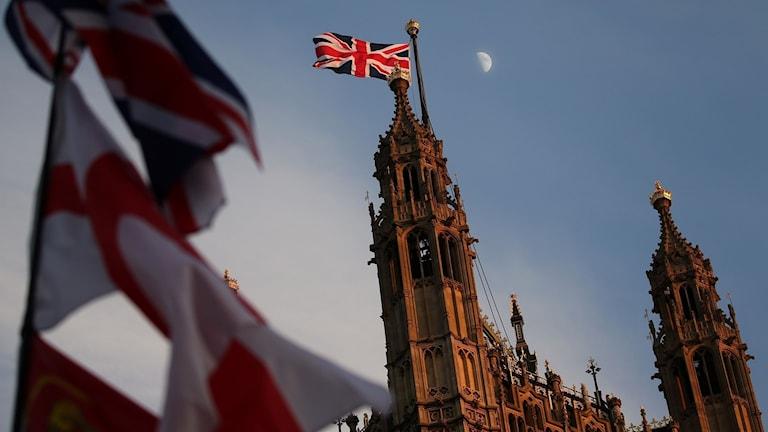 Tre parlamentariker hoppar av Torypartiet