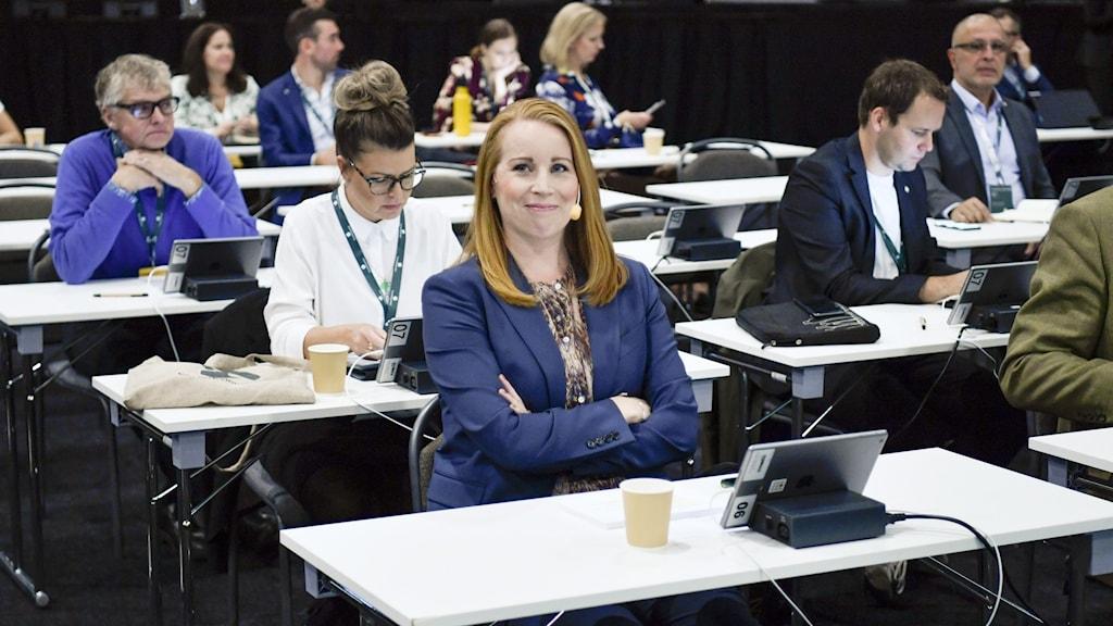 Centerledaren Annie Lööf och ytterligare några delegater på Centerpartiets stämma i Sigtuna.