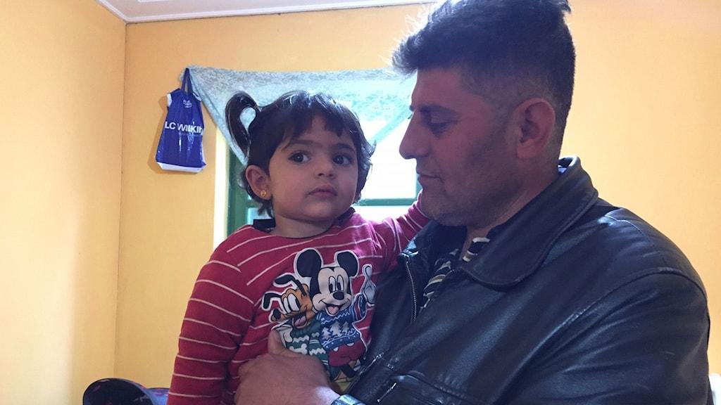 Mutas med sin dotter Ruhad.