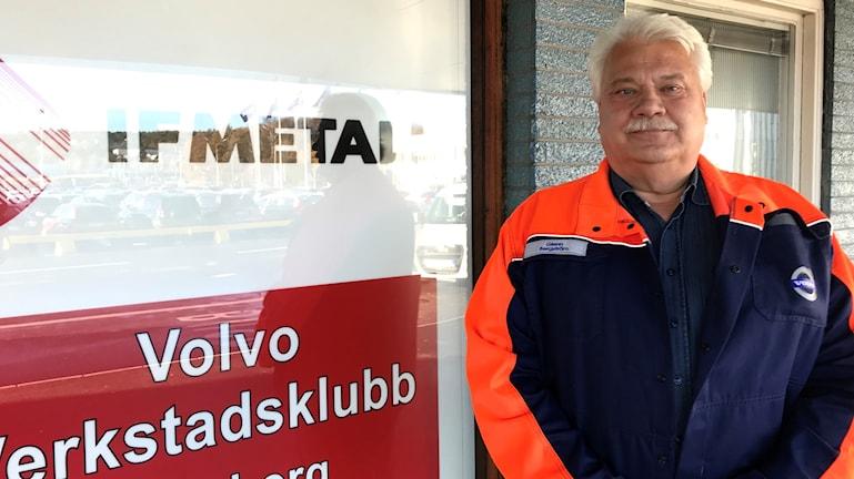 Glenn bergström står framför ingången till Verkstadsklubben på Volvo.