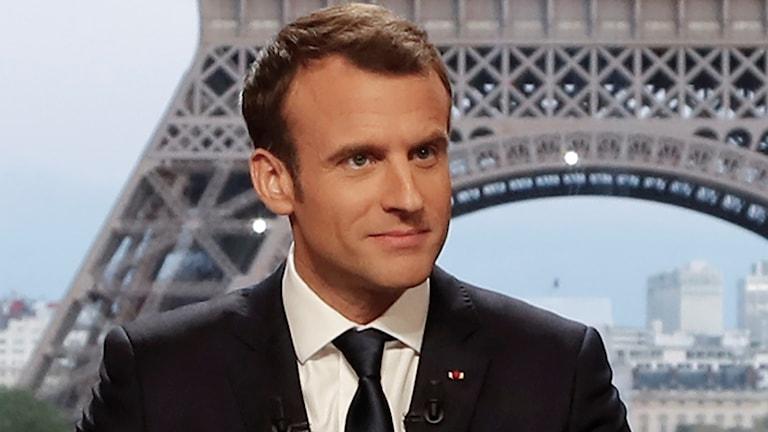 Frankrikes president Emmanuel Macron intervjuades i tv och försvarade helgens flyganfall mot Syrien.